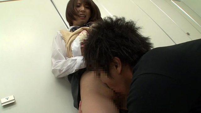 板野有紀さんのいやがるJK姿でクンニ
