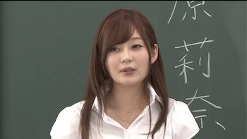 石原莉奈さんの女教師姿