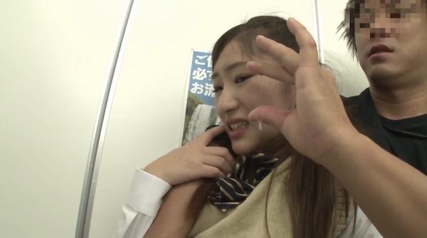 高木愛美さんの愛液を見せていやがる姿